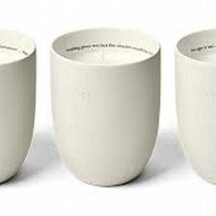 首度推出香氛蠟燭系列的Aesop,流露獨特的天然氣息,就算只放著當裝飾都美呆了