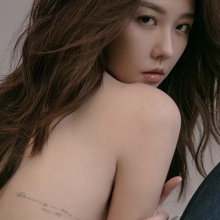 邵雨薇曬刺青美背女人味藏不住!攝影師讚「戀愛中的特有魅力」