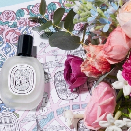 diptyque首款柑苔香調的「花都之水淡香精」推出髮香噴霧,讓妳的髮絲飄香男友愛不釋手