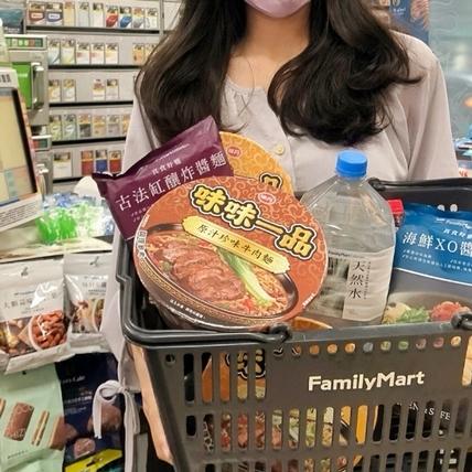 抗疫週末就買全家便利超商「防疫套餐組」快速領取方便又安全!