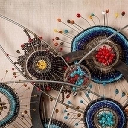 安聖惠〈伊娜的花園系列之三〉,85x90x30cm,琉璃珠、白鐵