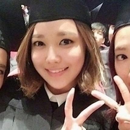 朴信惠告別8年大學生涯 揪俞利秀英萌自拍
