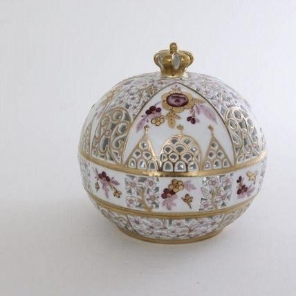 歡慶英國女皇90歲生日,Herend推出限量瓷器紀念飾盒