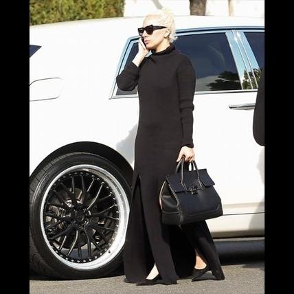 Lady Gaga的新行頭   Palazzo Empire手袋亮相