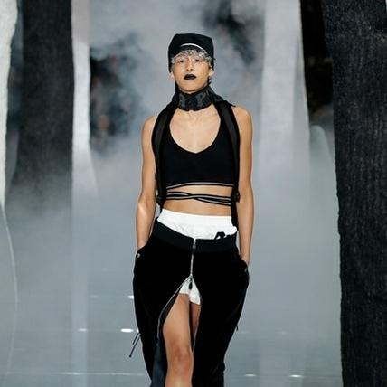 蕾哈娜改行當設計師    FENTY PUMA BY RINANNA磅礡面世