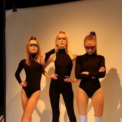 眨眼女孩換新裝        Chiara Ferragni的女英雄cosplay