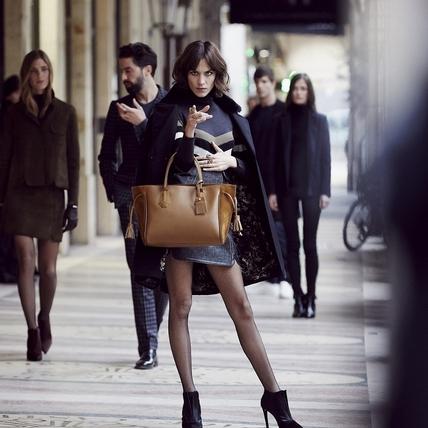 Alexa Chung揹Longchamp人氣小潘包 時髦演繹秋冬新色系