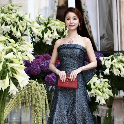 林心如首征巴黎高級訂製服裝周 是順道看婚紗的節奏嗎?