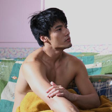 王少偉轉型當導演 張睿家裸身秀猛肌