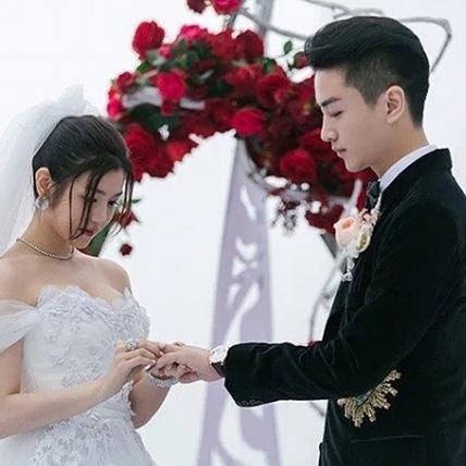 現實版神仙眷侶!陳妍希婚紗婚鞋的時尚秘密