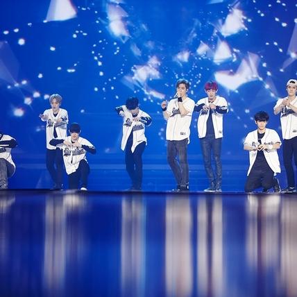 EXO升格猛男露肌連唱6場 宣告11月台灣站見