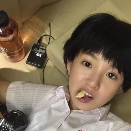 瑤瑤化身通靈少女 臉書秀短髮造型萌翻人