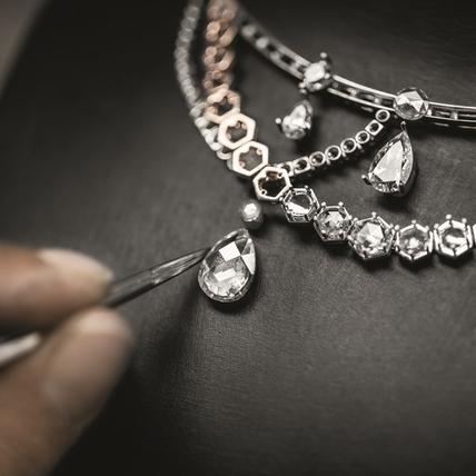 Dior a Versailles,水晶燈下的燦夢