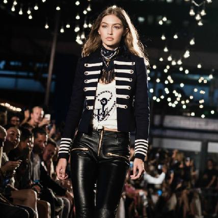 【2017春夏紐約時裝周】Gigi Hadid第一次嘗試時裝設計竟是選他?閨蜜泰勒斯力挺看秀