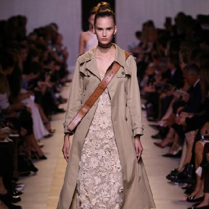 【2017春夏巴黎時裝周】你喜歡新Dior嗎?柔中帶剛回歸女性自我覺醒