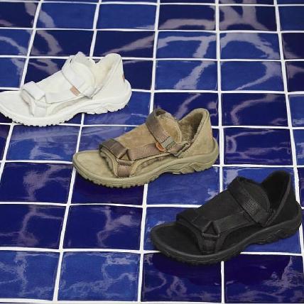 涼鞋搭短襪也能時髦過冬!Teva x UGG祭出最強聯名