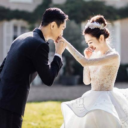 楊千霈終於走上自己的最美紅毯!遠赴巴黎拍婚紗化身劇場名伶,每套美到像做夢