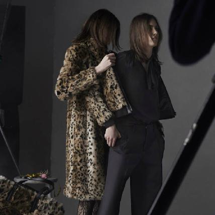 UNIQLO聲勢太強大!再找法國時尚女魔頭Carine推出 聯名系列第三發