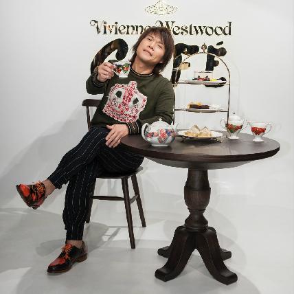 當搖滾天王碰上龐克教母!伍佰允指Vivienne Westwood甜點Rocker 魂也瞬間融化