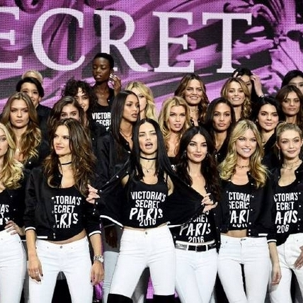 Victoria's Secret維密天使巴黎集合!開秀前夕彩排照搶先曝光,連Lady Gaga也都卯足全力!