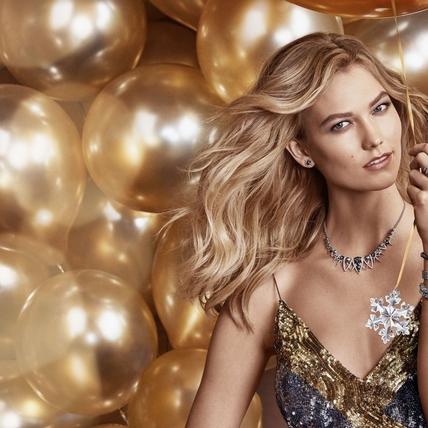 給有選擇困難症的妳!耶誕禮物這樣挑才不失禮,快跟著超模Karlie Kloss這樣挑最大心