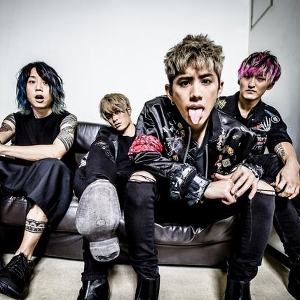 ONE OK ROCK巡演開跑 野生Taka突襲唱片行