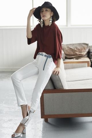 COLOR TYPE : WHITE 「挑選具春夏風格的白色牛仔褲,更容易成為焦點」