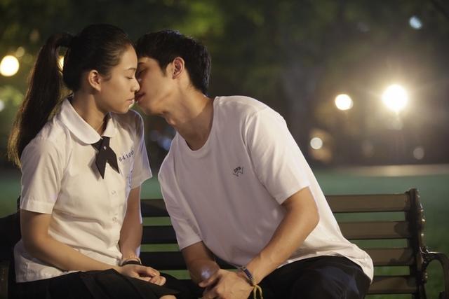 《帶我去月球》獻大銀幕初吻 劉以豪竟忘記「啵」過宋芸樺