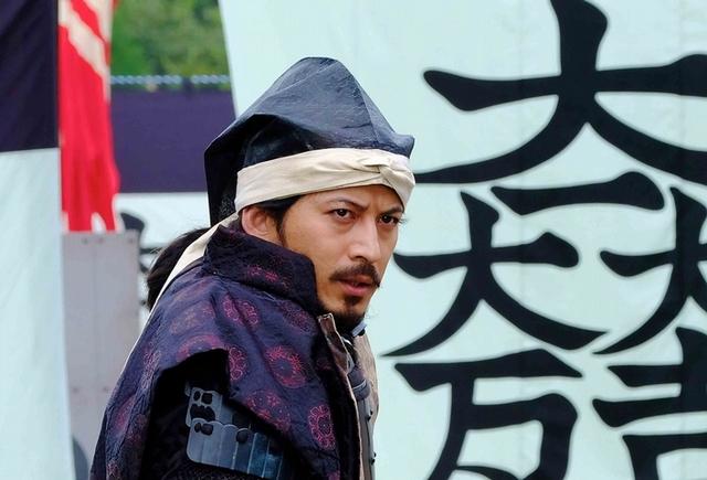 岡田准一搏命單手騎馬 時速40公里沒在怕