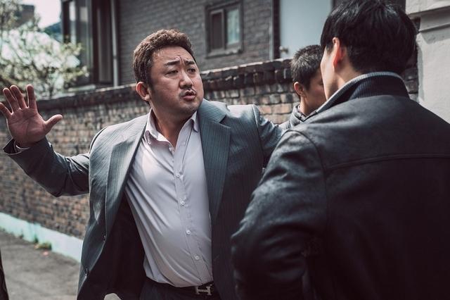 《屍速》大叔馬東石化身「韓國隊長」 《犯罪都市》鐵拳發燙擒敵