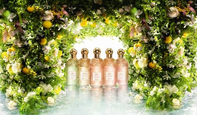 嬌蘭花草水語淡香水,就像走進百花齊放的花園,也像在陽光下品嚐熟透的鮮果,新鮮、輕快又歡愉極了