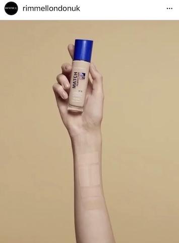 超完美吻肌保濕粉底液(藍罐),共四色,30ml, NT450。