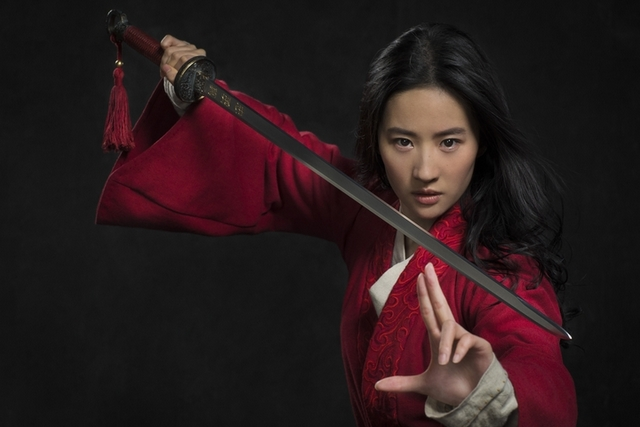 《花木蘭》真人版首張劇照出爐! 劉亦菲甩仙氣舞劍帥炸