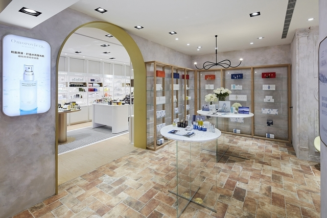 以布達佩斯的經典浴場設計為靈感,Omorovicza首家原汁原味形象店讓你彷彿置身溫泉浴場
