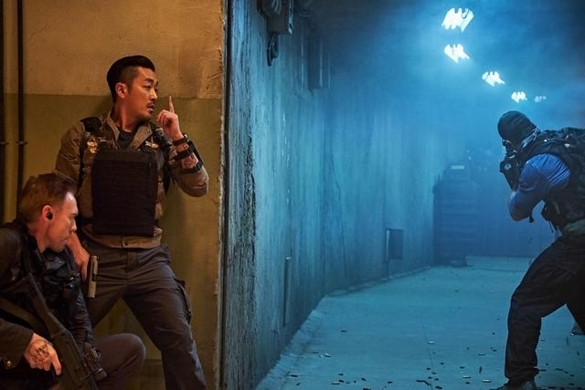 河正宇、李善均潛入地下30公尺!  困碉堡拍戲呼吸困難