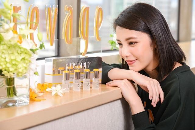 用了有著愛馬仕橘的小橘瓶,肌膚一天比一天放閃,最強抗氧化「艾地苯」加上酸,讓妳輕煥膚不用預約美容醫生