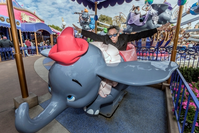 當了28年粉絲! 柯林法洛《小飛象》圓夢和提姆波頓合作