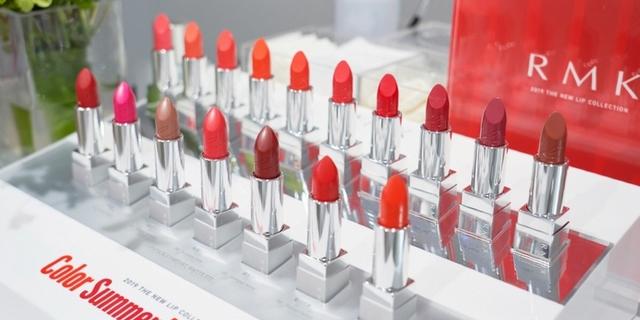 RMK 無雷色『經典輕潤口紅』 驚夏上市! 霧采#5 是每個女人最美麗的錯誤!