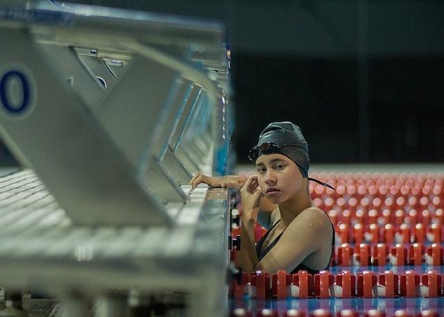 「聽見鬼陰聲,千萬別回頭!」 《鬼學怨》女高生摔落10米高跳水台慘死
