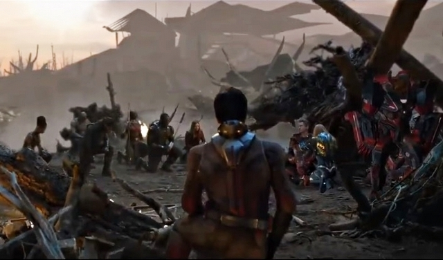 《復仇者4》超催淚刪除片段曝光! 眾英雄單膝下跪向鋼鐵人致意