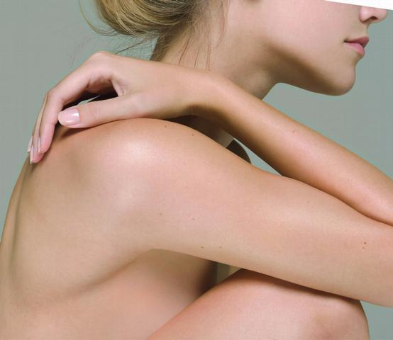 曬多陽光的身體肌膚,真的很像風乾水果皮~比起臉龐,身體更需要去角質的拋光儀式,讓它重現光采啊