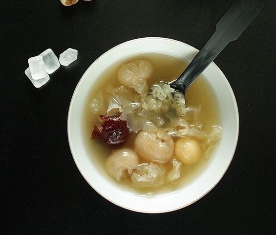入秋最需要滋潤養生~皮膚乾癢就請多喝這款甜湯,養出秋天美肌就靠它