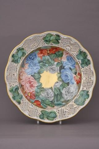 1. 翠玉玫瑰花環鏤刻飾盤