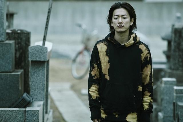 佐藤健「外冷內熱」被導演相中 《那一夜》求成名出賣家人