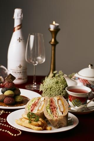 鱈⿂時蔬三明治、聖誕隕⽯、洛神玫瑰花茶