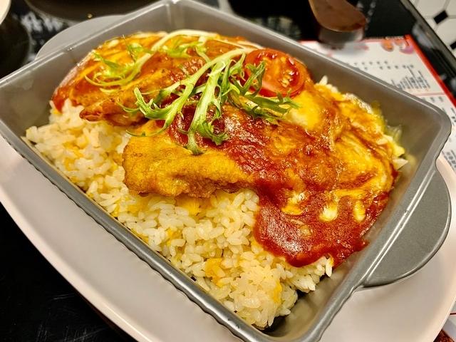 台灣限定餐點:芝士焗豬柳飯 NT. 280