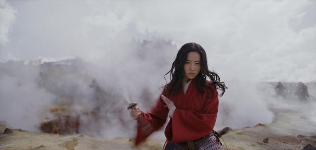 《花木蘭》全新預告上線! 鞏俐化身兇猛老鷹對尬劉亦菲