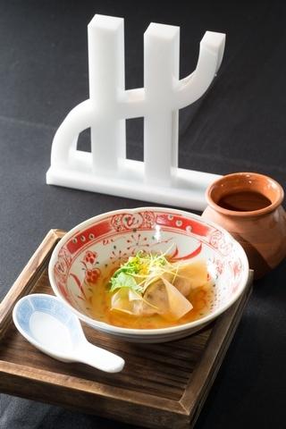 鴨肝餃子,韭黃,柚子,海洋清湯
