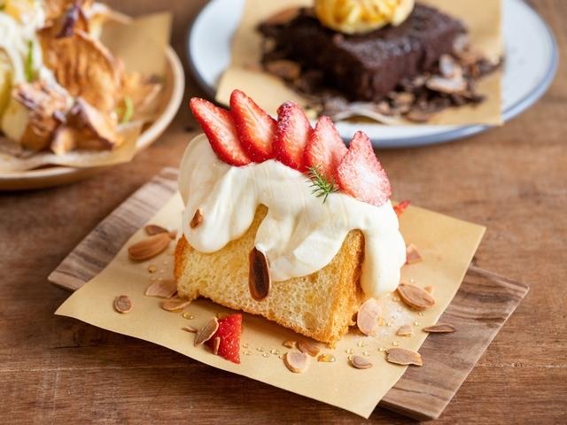 〈草莓戚風蛋糕〉