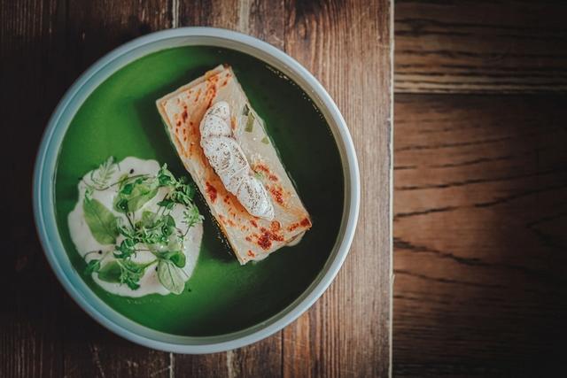 寧夏夜市「蔥油餅-魚餅-青蔥湯-千層 」
